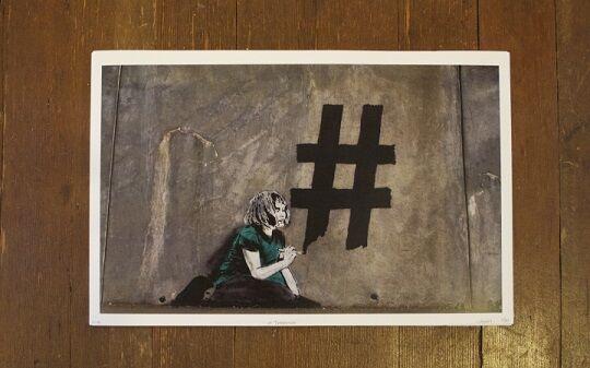 Graffiti Sindir Pengguna Internet 9
