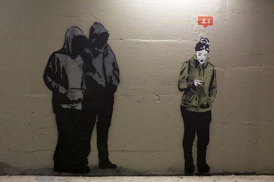 Graffiti Sindir Pengguna Internet 6
