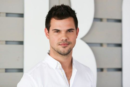 Taylor Lautner E35aa