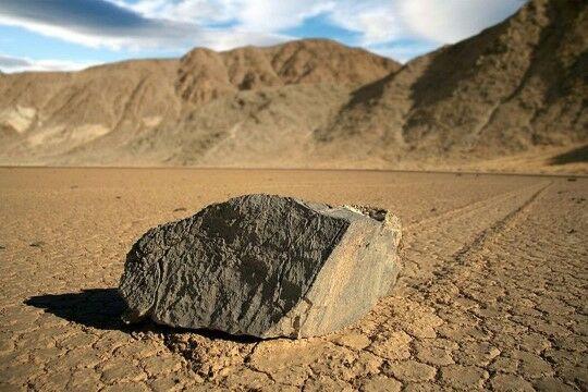 Batu Berlayar Death Valley 4e2ab