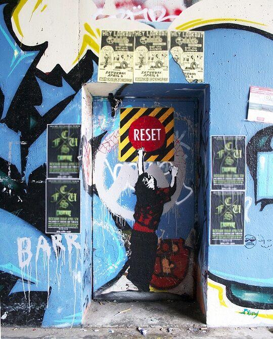 Graffiti Sindir Pengguna Internet 19