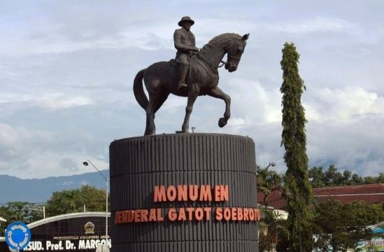 Patung Kuda Kaki Terangkat Satu Jenderal Gatot Soebroto Bd425