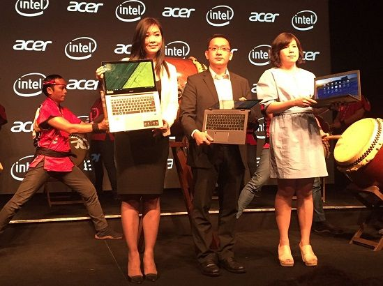 Foto Acara Leny Ng Sales Director Acer Indonesia Herbet Ang President Director Acer Indonesia Dianah Head Of Consumers Products