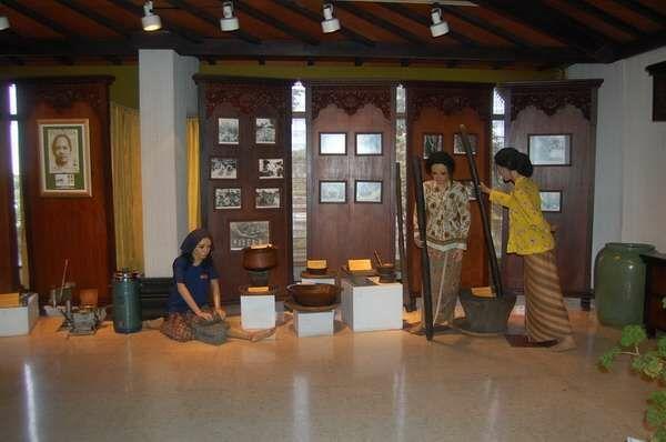 wisata-sejarah-di-semarang-airy-rooms-7