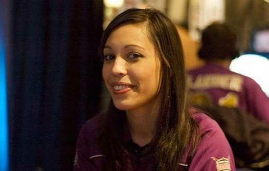 Gamer Wanita Dengan Penghasilan Ratusan Juta Livia Teernstra