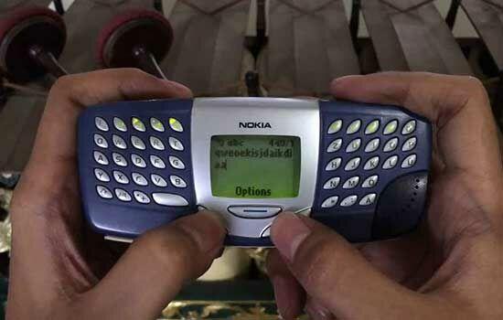 Handphone Dengan Desain Unik 10