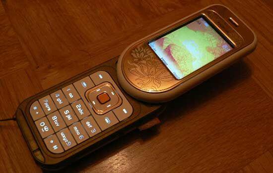 Handphone Dengan Desain Unik 18