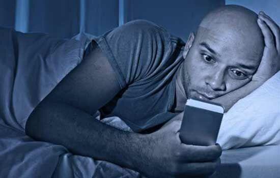 Bahaya Menggunakan Smartphone Sambil Tiduran 2