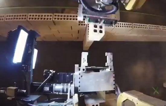 Robot Builder Bangun Rumah Sederhana Lengan
