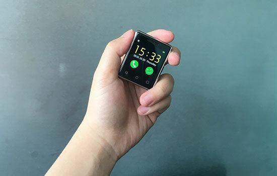 Smartphone Terkecil Di Dunia 3