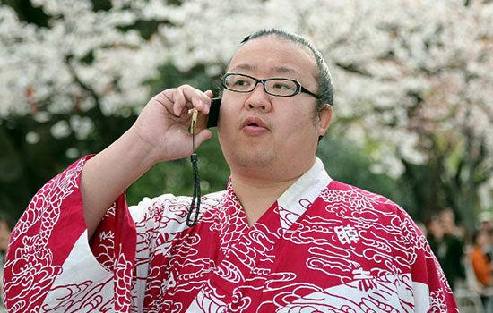Kebiasaan Unik Orang Jepang Saat Pake Smartphone 3