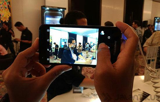 Kelebihan Blackberry Aurora 3