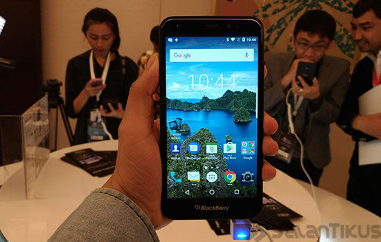 Kelebihan Blackberry Aurora 4