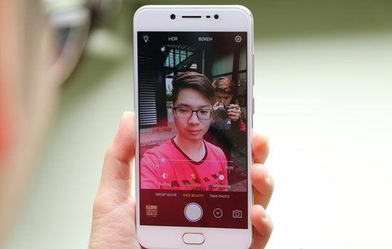 Smartphone Dengan Kamera Depan Terbaik