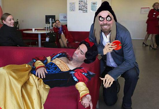 Jangan Pernah Ketiduran Di Kantor Atau Jadi Korban Master Photoshop 26