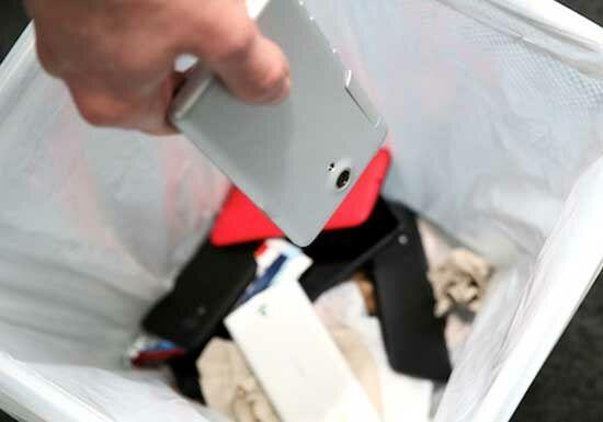 Bahaya Ngecas Smartphone Pake Laptop
