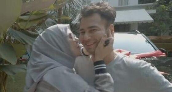 Raffi Ahmad Belikan Amy Qanita Mobil Mercy 96801
