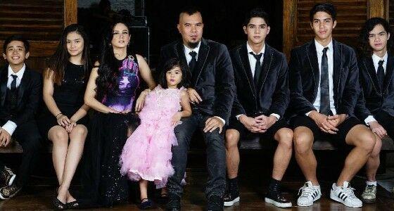 Keluarga Ahmad Dhani F1957