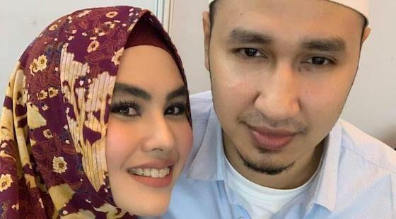 Kartike Putri Istri Ustaz Indonesia 35fa7