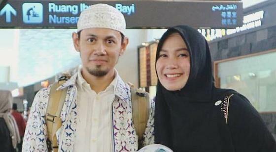 Puput Melati Istri Ustaz Indonesia 324ae