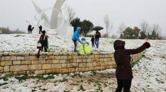 Salju Turun Di Jazirah Arab Yerusalem 901e9