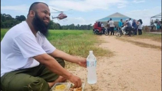 Kisah Inspiratif Pria Yang Dulu Pemulung Sampah Kini Sukses Jadi Sarjana D3f76