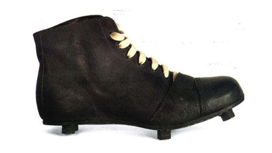 Evolusi Sepatu Sepak Bola 1 71325