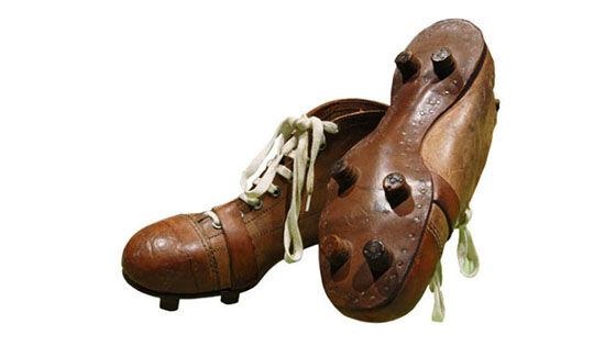 Evolusi Sepatu Sepak Bola 2 5cc2c