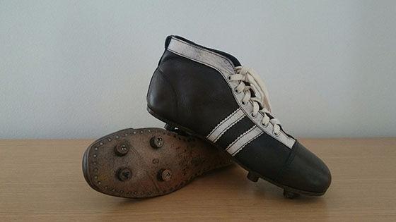 Evolusi Sepatu Sepak Bola 4 B35b2
