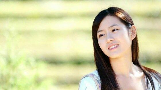 Foto Aktris Korea Cantik Son Ye Jin 04 13b14