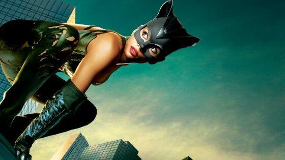 Halle Berry Catwoman 2004 Cbe97