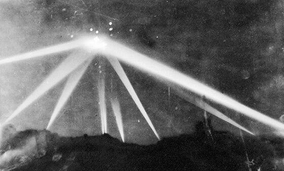 Peristiwa Di Foto Itu Disebut Battle Of Los Angeles Katanya Merupakan Sebuah Pesawat Luar Angkasa