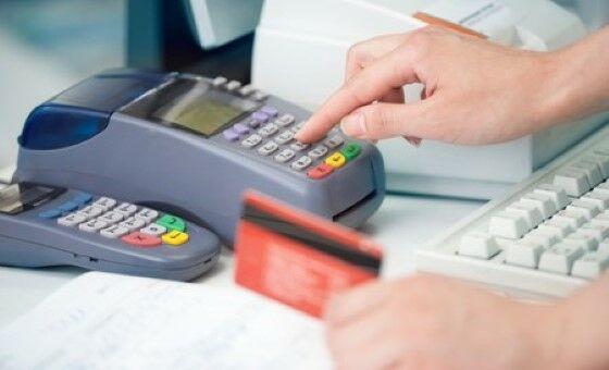 Merchant Using Credit Card Machine 450x273 Custom 1282f
