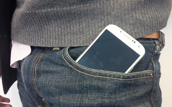 Tempat Terlarang Menyimpan Smartphone 01