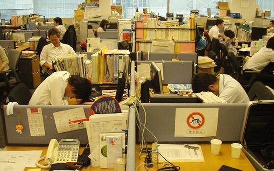 Karyawan Diperbolehkan Tidur Siang di Kantor