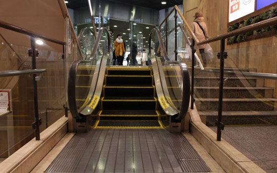 Hal Aneh Jepang Eskalator D89a9