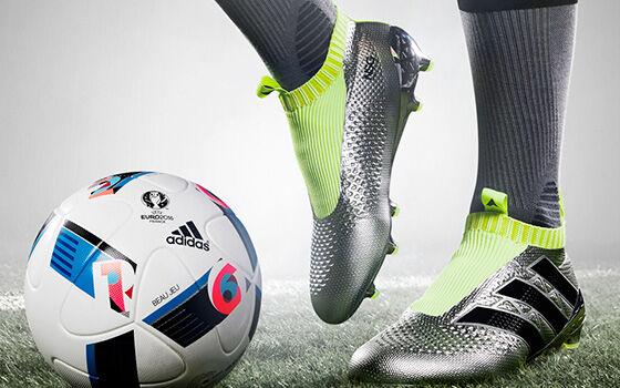 sepatu-sepak-bola-termahal-2018-4