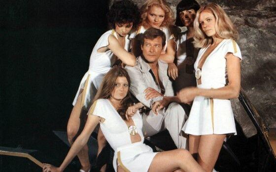 Bond Girls 8b352