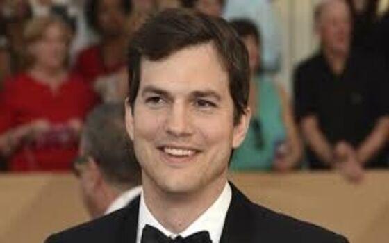 Aktor Berpendidikan Tinggi Ashton Kutcher A7909