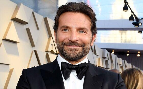 Aktor Yang Berpendidikan Tinggi Bradley Cooper Badde