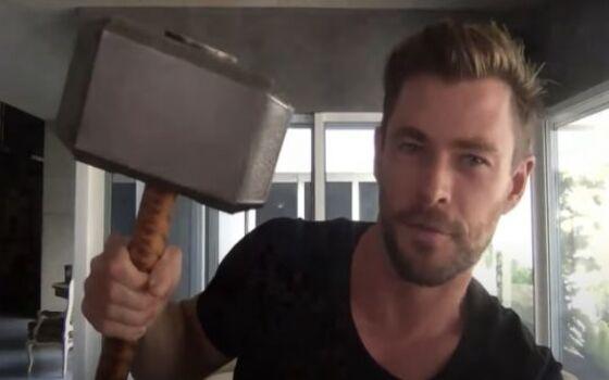 Aktor Yang Mencuri Properti Syuting Chris Hemsworth E1ef8