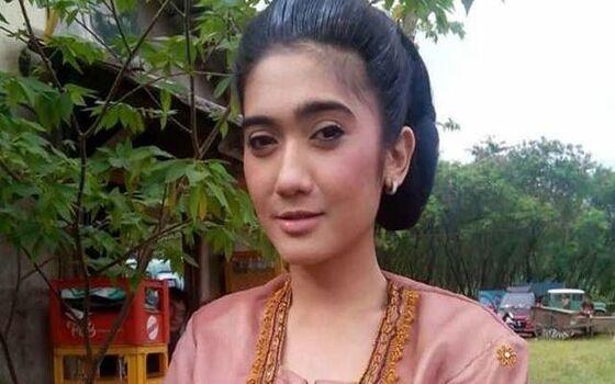 Artis Indonesia Yang Hidupnya Jadi Miris Revi Mariska 7faed