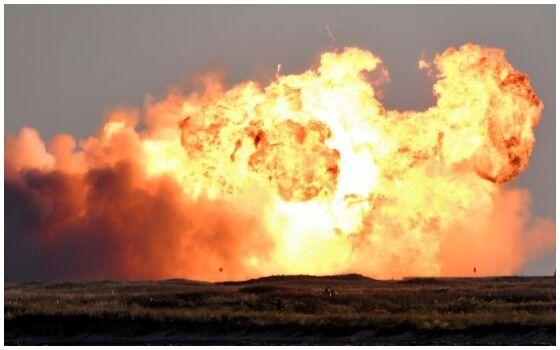 Roket SpaceX Untuk Ke Mars Meledak Saat Landing 4c61a