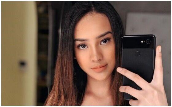 Artis Indonesia Yang Suka Pake HP Android Anya Geraldine 08e3c