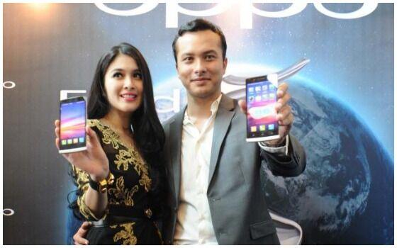 Artis Indonesia Yang Suka Pake HP Android Nicholas Saputra D15a6