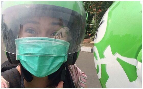 Potret Artis Indonesia Terkenal Yang Naik Ojek Online Dian Sastro E8aaa