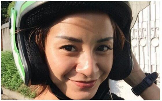 Potret Artis Indonesia Terkenal Yang Naik Ojek Online Kirana Larasati D9797