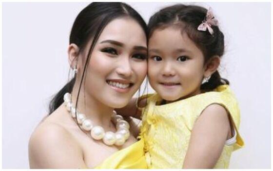 Anak Artis Indonesia Yang Dihujat Karena Ulah Ibu Mereka Anak Ayu Ting Ting 96224