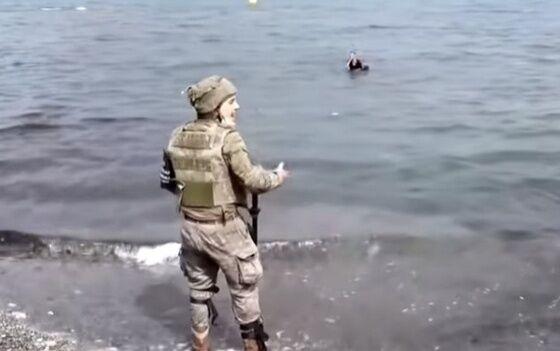 Tentara Spanyol Melihat Bocah Maroko F7d0d