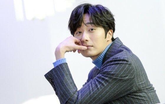Jung Il Woo Acb48